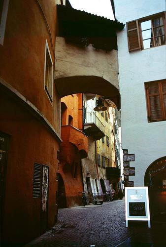 Per le vie di Bolzano, dicembre 2001 (2120 clic)