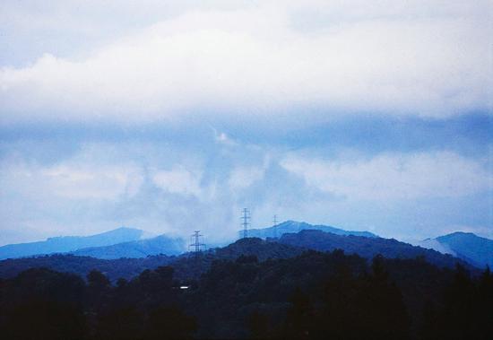 Il sorgere di un drago, colline del Vergante, Mercurago agosto 2002 (1826 clic)