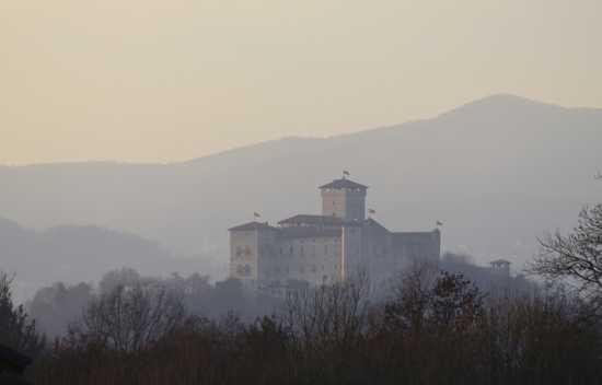 Il castello Borromeo di  Angera (2258 clic)