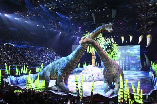 Walking with Dinosaurs, brachiosauri, mamma e piccolo, Forum di Assago 25 febbraio 2010 (2962 clic)