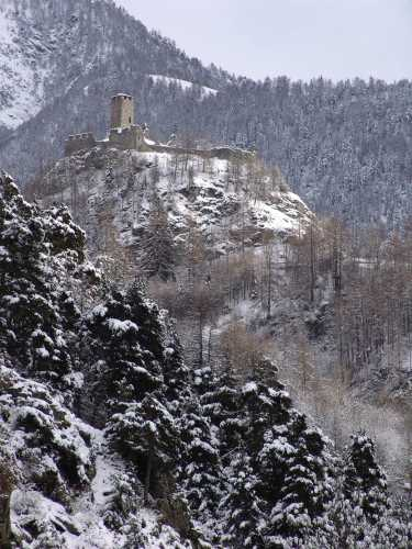Castello di Graines Brusson Valle d'Aosta (3957 clic)