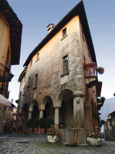 Fetta di torta, Cannobio Piemonte luglio 2007 (4942 clic)