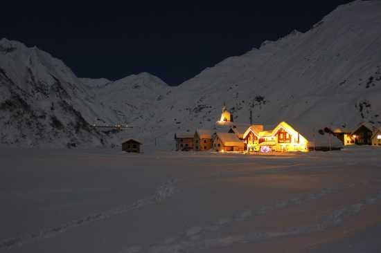 Frazione Riale e diga del Morasco, notte di capodanno 2009/2010 - Formazza (6426 clic)