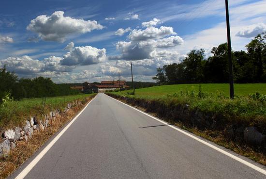 Cascina del Muggiano sulla via per Gattico, Piemonte agosto 2010 (2335 clic)