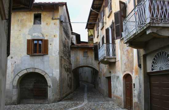 Per le vie di Miasino, Cusio Piemonte (3700 clic)