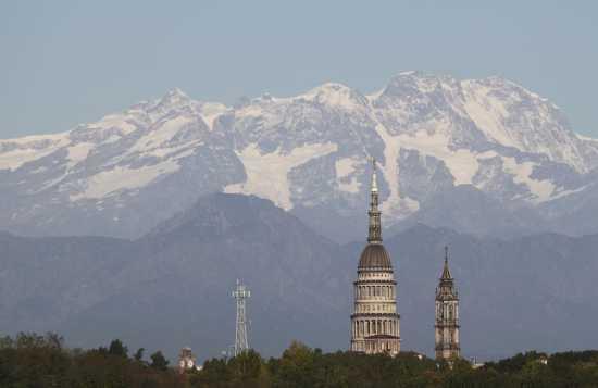La cupola Antoneliana e il Monte Rosa - Novara (4462 clic)