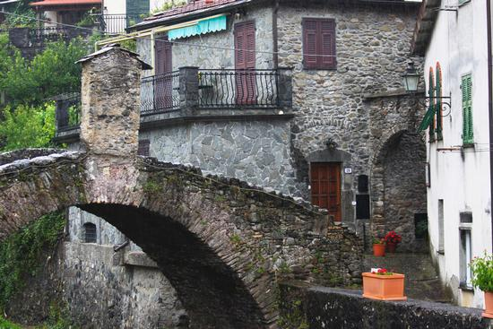 Ponte Vecchio, Pignone, 5 terre, La Spezia, Liguria agosto 2010 (3354 clic)
