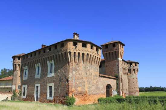 Castello Sforzesco di Proh Sec XV-XVI, luce del mattino 1, Briona Piemonte (2553 clic)