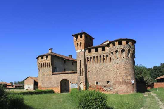 Castello Sforzesco di Proh Sec XV-XVI, luce del mattino 2, Briona Piemonte (2596 clic)