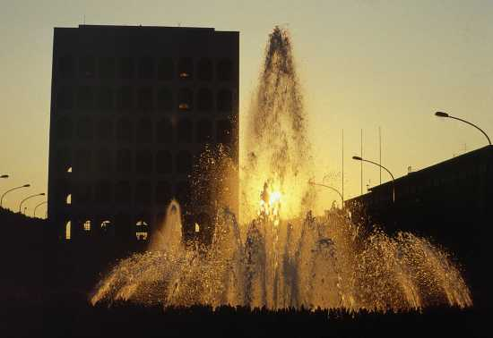 EUR, Fontana al tramonto - Roma (3379 clic)