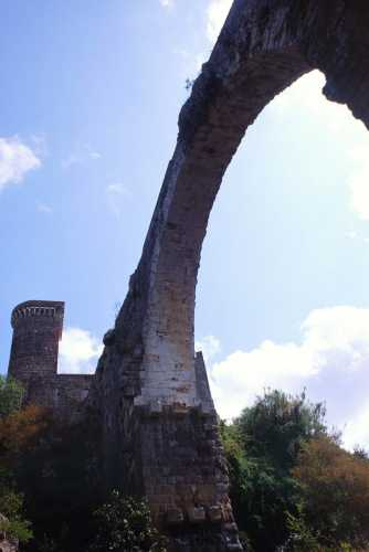 Il castello dell'Abbadia, volta del ponte, Vulci, Lazio 1998 (2586 clic)