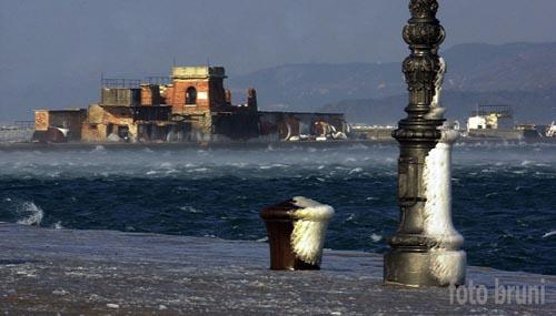 Bora e neve sul Molo Audace - Trieste (3772 clic)