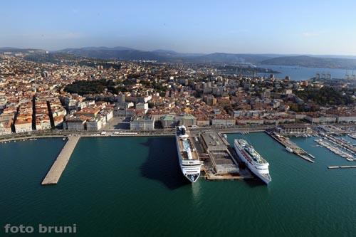 Il fronte mare - Trieste (2992 clic)