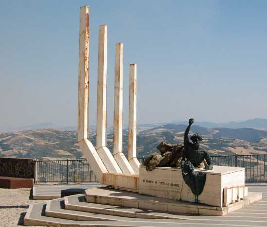 monumento ai caduti - Acerenza (4041 clic)
