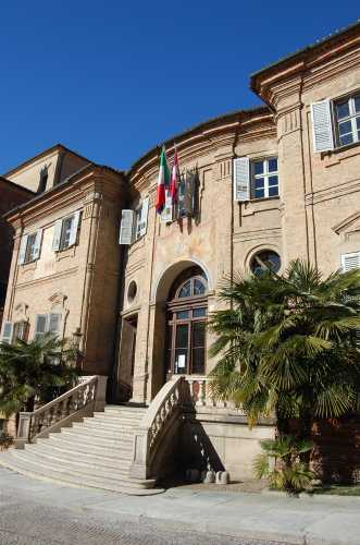 il municipio - Bra (1958 clic)