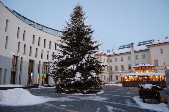 davanti al municipio - Brunico (2643 clic)