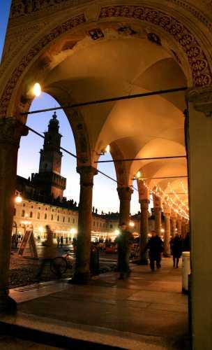 Portici Piazza Ducale a Vigevano con vista della Torre del Bramante. (3122 clic)