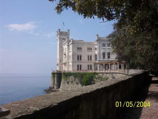 Castello Miramare a Trieste - Vigevano (2353 clic)