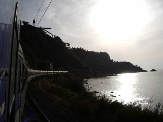 Costa orientale sicula alle prime ore del mattino, dal treno  - Catania (3022 clic)