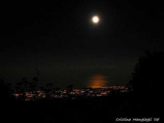 Costa Orientale, veduta notturna dal Rifugio Citelli - Etna (2298 clic)