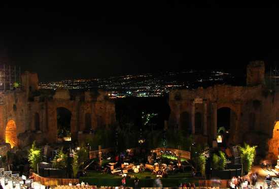 Teatro greco-romano di sera  durante un concerto. - Taormina (4729 clic)