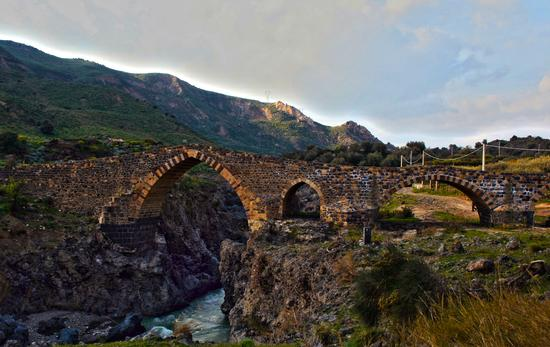 Il ponte dei Saraceni - Adrano (4531 clic)