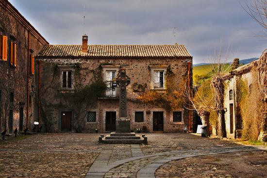 cortile interno del castello di Nelson - Bronte (5957 clic)