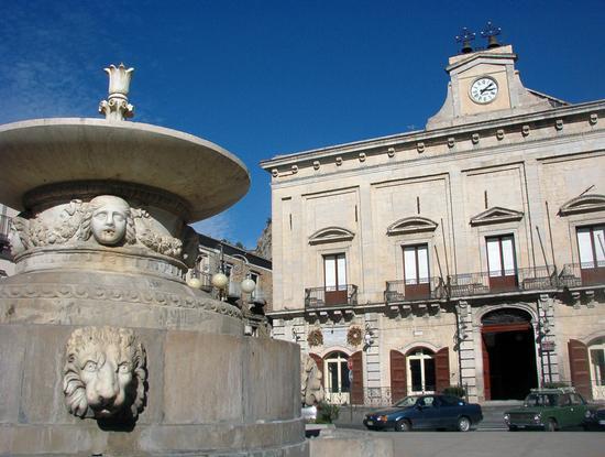 La fontana dei leoni - NICOSIA - inserita il 23-Jun-11
