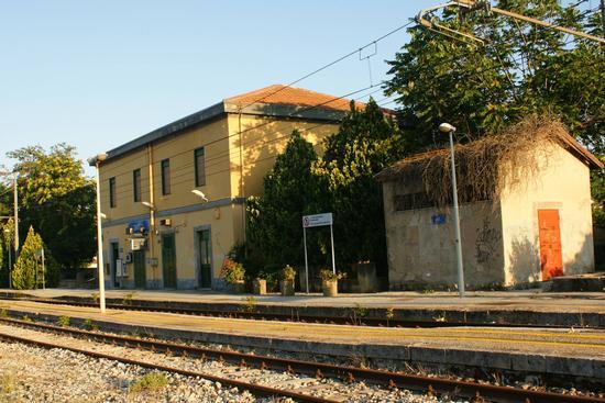 Grotte Stazione ferroviaria (ag) (7046 clic)
