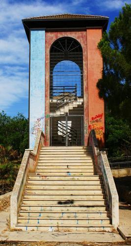 Scalinata della torre divina commedia - Campobello di licata (2732 clic)