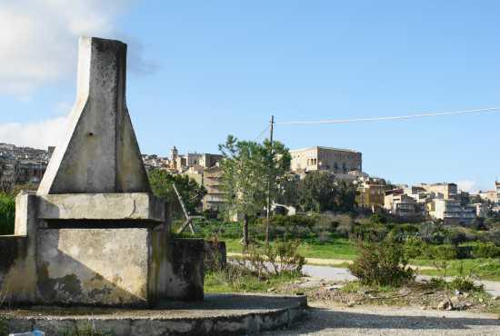Vista sul palazzo del Principe - Aragona (3428 clic)