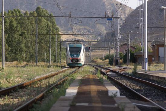 Stazione ferroviaria - Campofranco (4850 clic)