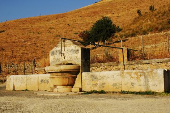 Fontana Abbeveratoio - Enna (3607 clic)