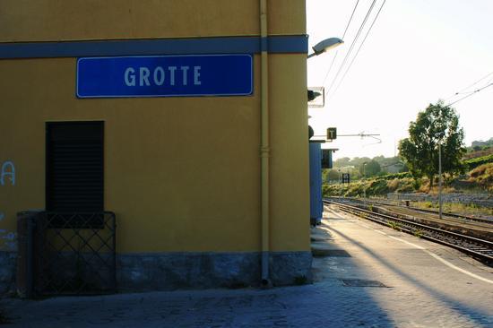 Stazione Ferroviaria  - Grotte (3014 clic)