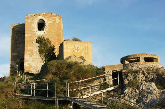 Castelluccio visto dal bunker - Gela (5321 clic)