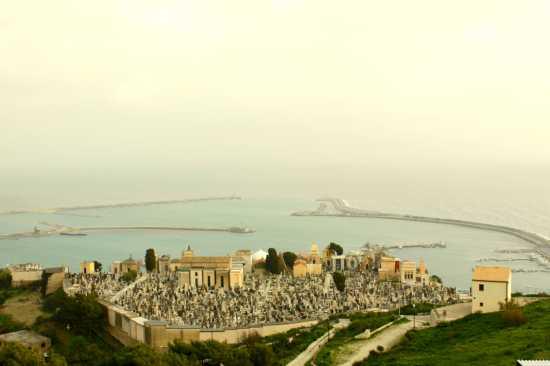 Un posto tranquillo a guardia del porto - Licata (4366 clic)