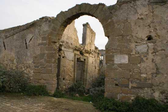 Porta monastero BENEDETTINO - Milena (2831 clic)