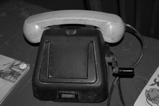 Antico Telefono a Manovella - Montedoro (4247 clic)