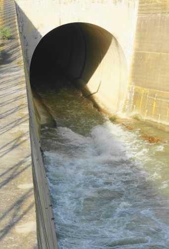 Canale di sbocco della diga DISUIRI Mazzarino (2599 clic)