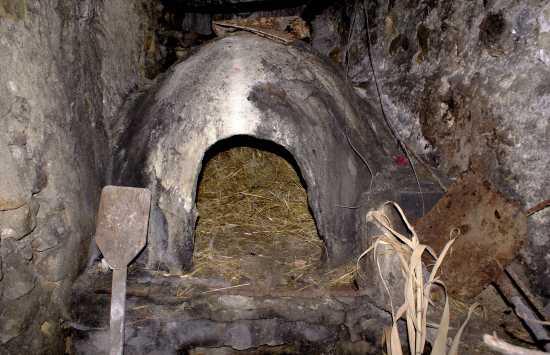 Antico forno a legna per il pane.  - Milena (7591 clic)