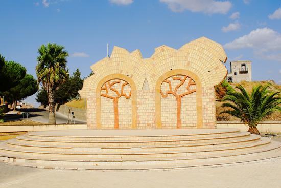 Monumento in Rotatoria - Ravanusa (3156 clic)
