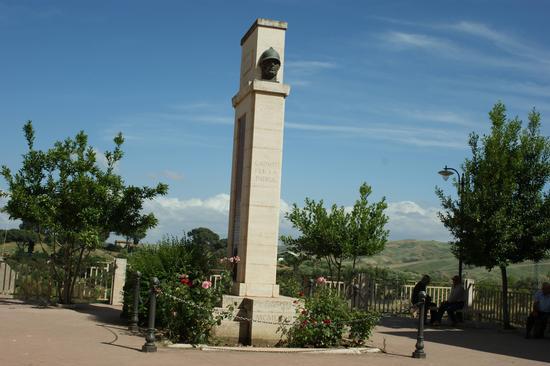 Monumento ai Caduti - Resuttano (4707 clic)