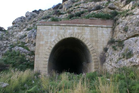 Entrata Tunnel ferroviario - Sommatino (6427 clic)