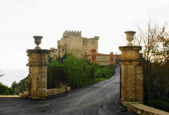 Castello  Falconara entrata (4395 clic)