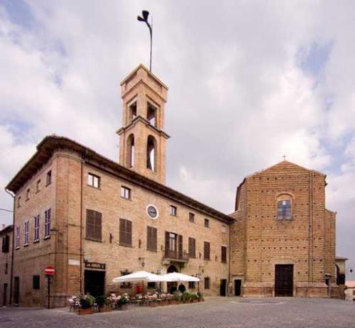 Mondavio, piazza della Rovere (3434 clic)