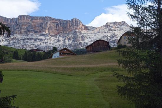Verso il Sasso della Croce (Sass d'la Crusc) - Val badia (2246 clic)