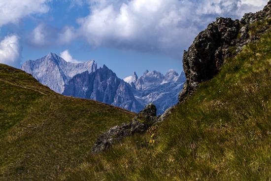 Uno sgaurdo fugace verso il Catinaccio - Alba (2810 clic)