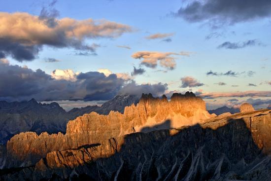 Enrosadira sulla Croda da Lago dal Rifugio Nuvolau - Passo giau (3486 clic)