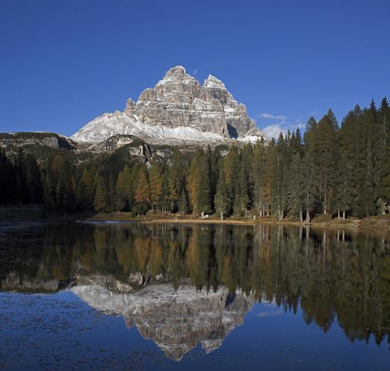 Un bel specchio per le Cime di Lavaredo - Auronzo di cadore (2294 clic)