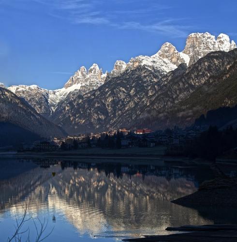 Ad Auronzo la mattina presto ....... - AURONZO DI CADORE - inserita il 07-Jan-15